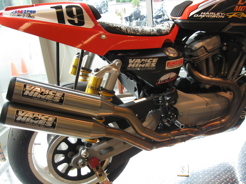 XR1200X-Pipes-002-L.jpg